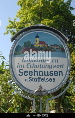 Willkommen (welcome) sign, Seehausen am Staffelsee, Garmisch-Partenkirchen, Oberbayern,  Bavaria, Germany - Stock Photo