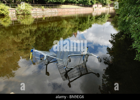 Supermarket trolleys dumped in the Water of Leith, Edinburgh. - Stock Photo