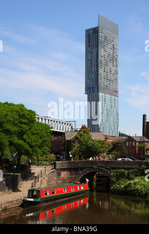 The Bridgewater canal at Castlefields Manchester with the Beetham Tower in the background - Stock Photo