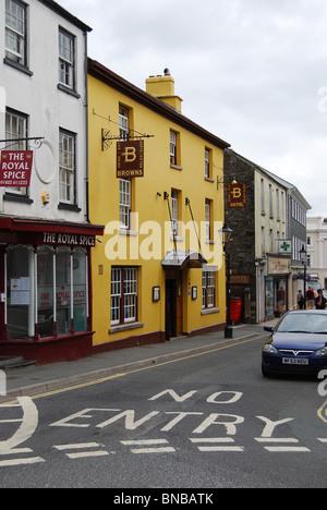 Browns Hotel, formerly the Queens Head, Tavistock, Devon number 2939 - Stock Photo