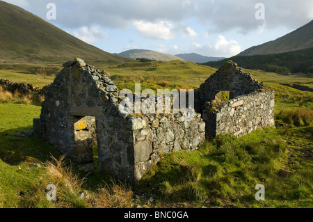 A ruined cottage near Tomsléibhe bothy in Glen Forsa, Isle of Mull, Scotland, UK - Stock Photo