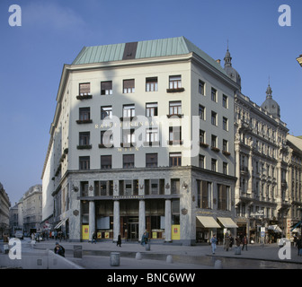 Loos Haus Michaelerplatz, Vienna, Austria. By Adolf Loos 1910. formerly the Goldman House now the Raiffeisenbank. - Stock Photo