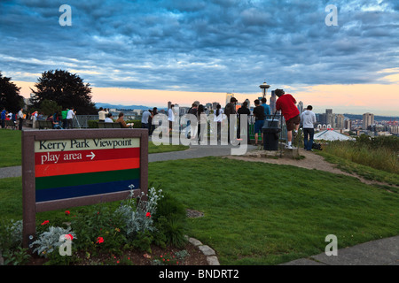 Many photographers taking pictures of the Seattle skyline from Kerry Park on summer evening, Seattle, Washington - Stock Photo