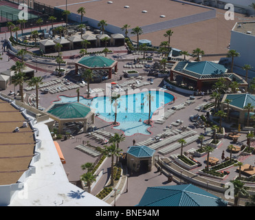 Us las vegas swimming pool at the luxor hotel photo gerrit - Luxor hotel las vegas swimming pool ...