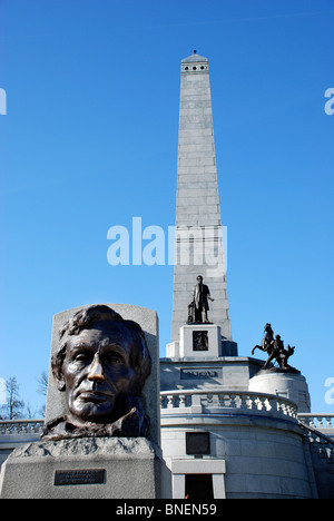 Lincoln's Tomb in Oak Ridge Cemetery, Springfield, Illinois, is the final resting place of the 16th President of - Stock Photo