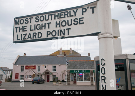 Signpost in Lizard, Cornwall, directing to Lizard Point, the UK's most southerly point, with the Top House pub in - Stock Photo