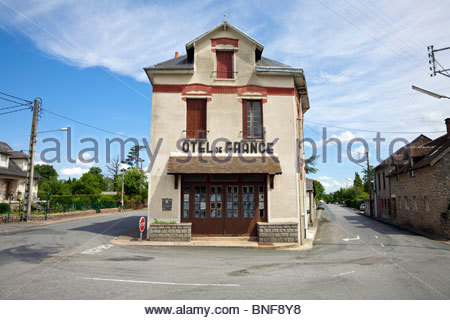 The now abandoned Hotel de France in Dun-le-Palestel. La Cresue, Limousin, France. - Stock Photo