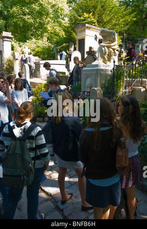 School children at Chopin's grave Cimetiere du Pere-Lachais 20th arrondissement Paris France Europe - Stock Photo