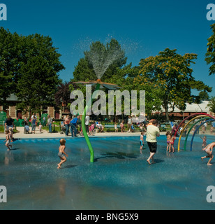 Paris, France, Urban Parks, Gardens, 'Bois de Boulogne' French Families Playing in Public Pool - Stock Photo