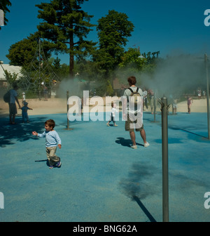 Paris, France, Urban Parks, Gardens, 'Bois de Boulogne' Families Playing in Public Pool - Stock Photo