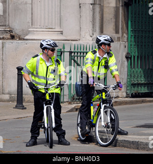Metropolitan Police officers on bikes - Stock Photo