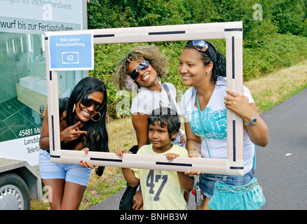 'Still-leben', young visitors to the closed A40 Autobahn in the Ruhrgebiet, NRW, Germany. July 2010 - Stock Photo