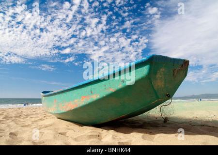 Small fishing boat moored on the sandy beach of Guayabitos, on Jaltemba Bay, state of Nayarit, Pacific Coast of - Stock Photo