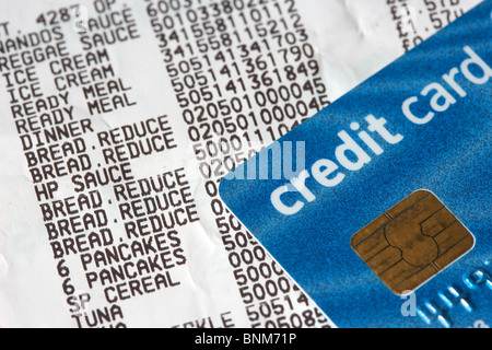 supermarket till receipt showing reduced items and credit card with prices - Stock Photo