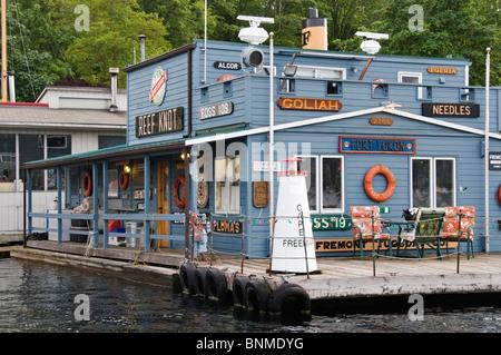 Unique houseboat on the water on Lake Union near downtown Seattle, Washington. - Stock Photo