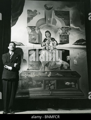 SALVADOR DALI  (1984-89) Spanish artist with his Madonna painting for which his wife Gala was he model - Stock Photo