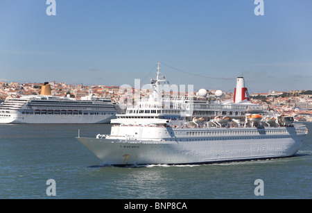 The Passenger liner ' Black Watch' sailing from Lisbon passing the P & O liner Aurora still alongside. - Stock Photo