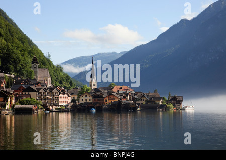 View across lake Hallstattersee to World Heritage lakeside town in the Austrian Alps. Hallstatt, Salzkammergut, - Stock Photo