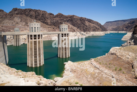 USA Nevada/Arizona border - Hoover Dam on the Colorado River, Lake Mead. Penstock feed towers exposed by low water - Stock Photo