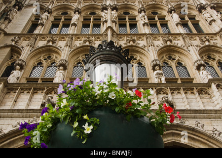 Belgium, Brussels, Brussels Town Hall, Arches and facade, Grand Place, Grote Markt - Stock Photo