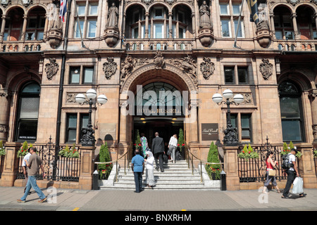 Entrance to the Hotel Russell, Russell Square, Bloomsbury, London, WC1B 5BE, UK - Stock Photo