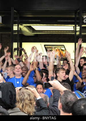 Apple Store Covent Garden London opening - Stock Photo