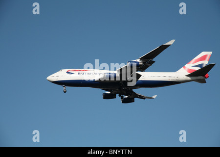 British Airways Boeing 747-436 on final approach to Heathrow Airport - Stock Photo