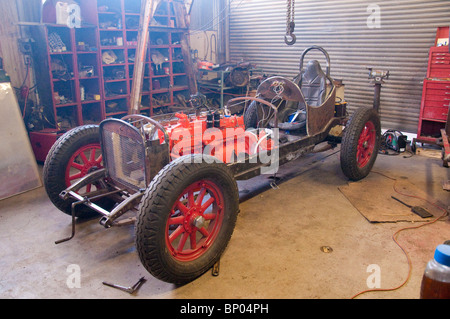 Jerome Arizona Auto garage building a racer - Stock Photo