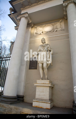 Russia, St. Petersburg; Neo-Classical sculpture and architecture on Nevski Prospekt - Stock Photo