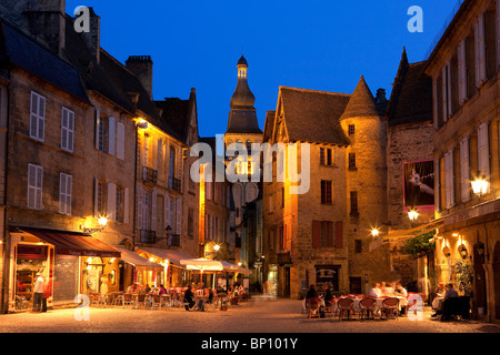 Restaurant cafe at night sarlat dordogne aquitaine for Aquitaine france cuisine