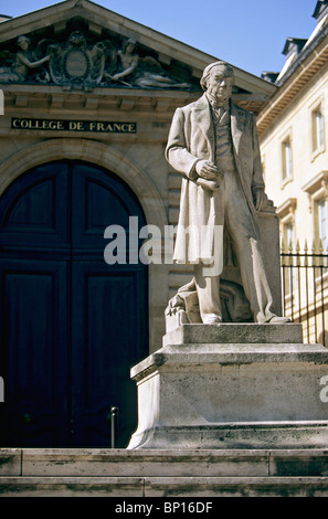 France, Paris, Collège de France, Claude Bernard statue - Stock Photo