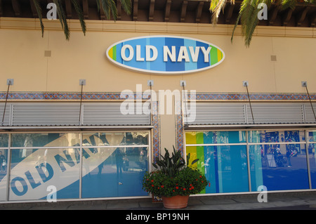 Old Navy Scarborough ON locations, hours, phone number, map and driving directions.