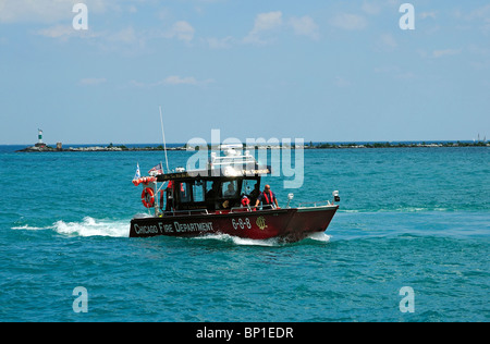 Chicago Fire Department rescue boat on patrol on Lake Michigan - Stock Photo