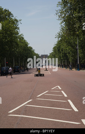 England, London, The Mall towards Buckingham Palace - Stock Photo