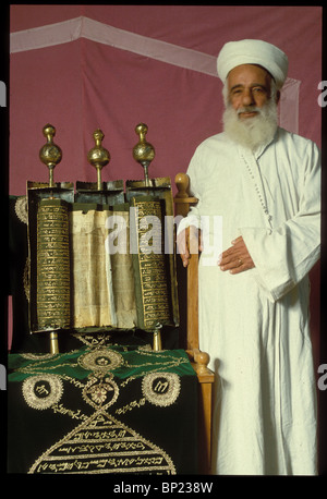 150. SAMARITAN PRIEST WITH THE ANCIENT SAMARITAN PENTATEUCH DATING FROM THE 17TH. C. IN THE SAMARITAN SYNAGOGUE - Stock Photo