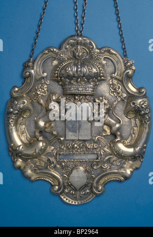2702. SILVER TORAH SHIELD DECORATED WITH THE TRADITIONAL SYMBOLIC SHAPE OF THE 'TEN COMANDMENTS' , CENTRAL EUROPE, - Stock Photo