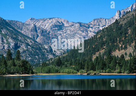 The Sierra Nevada mountains and Lower Twin Lake near Bridgeport, California, USA. - Stock Photo