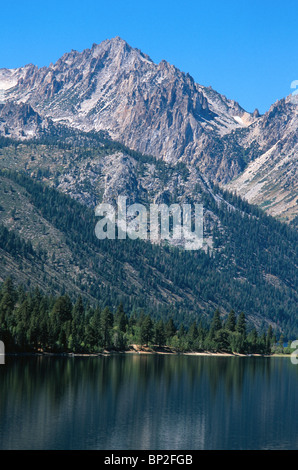 The Sierra Nevada mountains and Lower Twin Lake near Bridgeport, Calirornia, USA. - Stock Photo