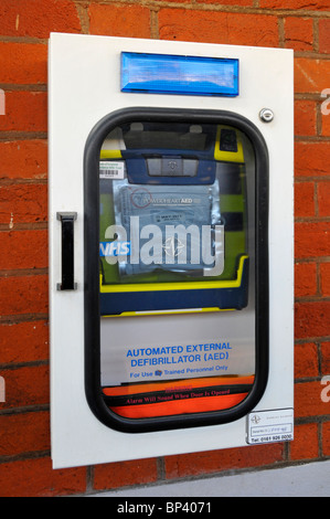 Automated external defibrillator on train station wall - Stock Photo