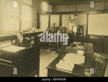 1920 photo of the front offices in the Linscott Motor Company, 690 Commonwealth Avenue, Boston, Massachusetts. - Stock Photo