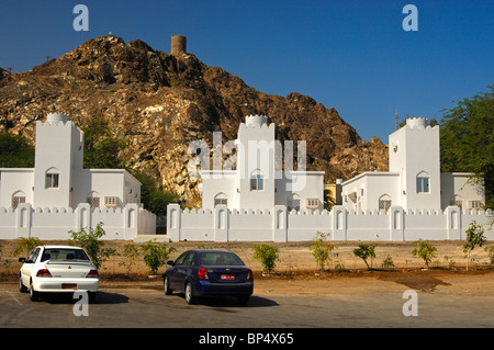 New family homes beneath an old fortress in the periphery of Muscat, Sultanate of Oman - Stock Photo