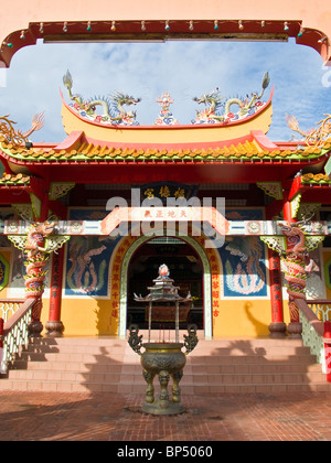 kota kinabalu buddhist personals One of the sight seeing spot for kota kinabalu city tour is puh toh tze, a buddhist temple, located off the tuaran road just 20 minutes from the city.