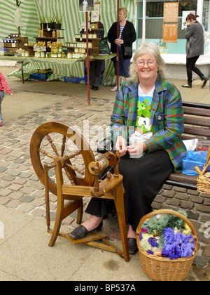 Old lady with her spinning wheel on Wendover market, Wendover, Bucks, U - Stock Photo