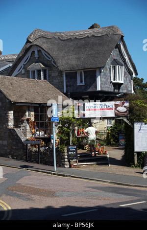 Checking out the Crafts Cottage and Vernon Cottage at Shanklin Old Village, Isle of Wight - Stock Photo