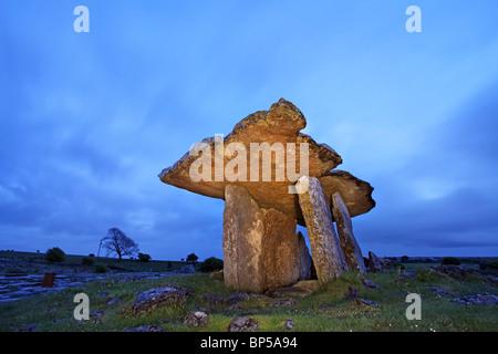 The Poulnabrone Dolmen, The Burren, Co Clare. Ireland. - Stock Photo