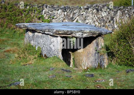 Gleninsheen wedge tomb. The Burren in north-west Clare, Ireland. - Stock Photo