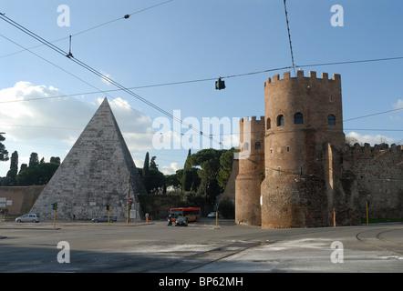 Piramide di Cestio & Porta San Paolo Piazza della Piramide Rome Italy - Stock Photo