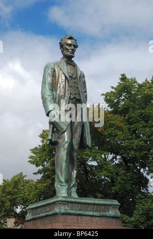 Abraham Lincoln by American sculptor George E. Bissell (1839-1920),  in Old Calton Burial Ground, Edinburgh, Scotland. - Stock Photo