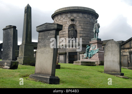 Old Calton Burial Ground, including the tomb of David Hume and memorial to Scottish-Americans who fought in the - Stock Photo