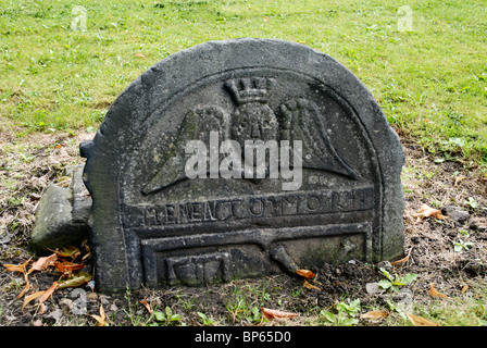 Headstone  with winged spirit and 'Memento Mori' inscription in Old Calton Burial Ground, Edinburgh. - Stock Photo
